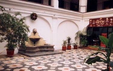 Bella Vista Courtyard